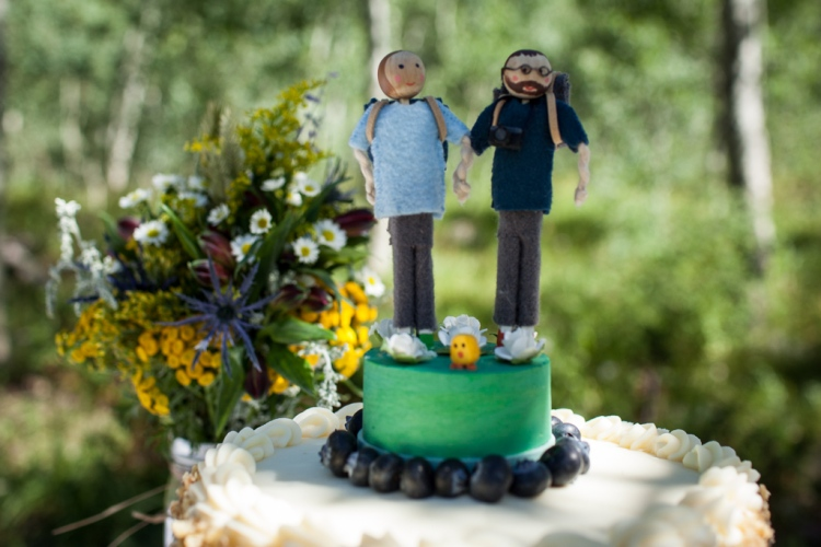 Cake topper people with backpacks, glasses, and a mini camera (photo by Kent Meireis)